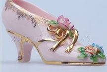 Miniatury shoe-porcelan...... / porcelánové miniatury bot ze všech století,různé tvary, zdobení...materiál- jako vázy,dozy-porcelán,keramika,polymer,sklo repliky historických bot- miniatury bot pro panenky-polymer