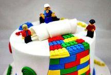 """K:n 3v kakku ideoita / Semi-naku kakku, suklaaganache valuvana kakun reunojen yli. Traktori yms. katolle. Vadelmia/karhunvatuikoita, """"lego-palikoita"""" päällä & reunan yli."""