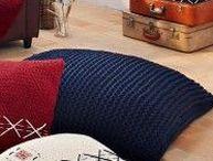 Tricot Déco - Bergère de France / Le tricot c'est aussi en déco! Tricot, Broderie, Bergère de France pense à tout pour votre décoration d'intérieur (coussins, plaid, nappe, objets divers...)