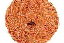 Un zeste d'ORANGE / Un grand verre de jus d'orange le matin et un petit coup d'œil sur notre nouveau tableau, pour égayer votre matinée! Bergère de France vous propose une sélection de produits de couleur orange (modèles de tricot, accessoires, laines, fils à broder...) ☀️
