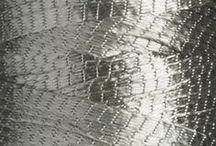 50 nuances de GRIS / Bergère de France met à l'honneur la couleur grise en vous proposant une sélection d'articles (modèles tricot, accessoires, laines, fils à broder, déco...) dans ces teintes, enjoy!