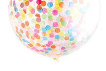 Kindergeburtstag / Geburtstagseinladungen für Kinder, Kindergeburtstag-Ideen, Mottoparty-Ideen, Demo mit Luftballons, Konfetti, Süßigkeiten, DIYs aus Papier, Girlanden, Wimpelketten, Federn, Gastgeschenke, Mitbringsel, Geschenkideen und mehr.