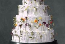 Cake Flowers & Sweet Table Inspiration / Floral decorations for wedding cakes and sweet tables.