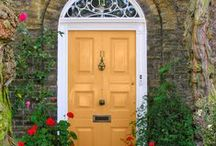 Curb Appeal Ideas! / Crafts, decor, landscaping, garden projects, and other clever ideas for front porch, front yard, front door, and everything else that gives your home curb appeal! #homedecor #DIY #decorations #decor #curbappeal #porch #frontdoor #frontyard