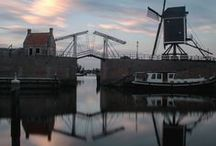 The fortified city of Heusden / Heusden's history began around the year 1200 with the establishment of an urban settlement beside the River Maas. Its heyday was the construction of the fortifications: from the end of the 16th century Heusden was a garrison town accommodating thousands of soldiers.