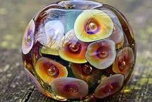 Kleuren en kleurgebruik in je glaskralen / Inspiratie in kleuren en kleurgebruik als je glaskralen maakt. Veel glaskralen ideeën