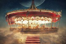 """Le cirque des rêves - The Night Circus / Le cirque arrive sans crier gare. Aucune annonce ne précède sa venue, aucune affiche sur les révèrbères, aucune publicité dans les journaux. Il est simplement là, alors qu'hier il ne l'était pas.""""  Sous les chapiteaux rayés de noir et de blanc, c'est une expérience unique, une fête pour les sens où chaque visiteur peut se perdre avec délice dans un dédale de nuages, flâner dans un luxuriant jardin de glace, s'émerveiller et se laisser enivrer...  BIENVENUE AU CIRQUE DES RÊVES !  Derrière la fumée et les miroirs, la compétition fait rage. Deux jeunes illusionnistes, Celia et Marco, s'affrontent dans un combat magique pour lequel ils sont entraînés depuis l'enfance. Cependant ils s'aiment, et cette passion pourrait leur être fatale."""