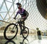 Downmall: BMX Fahrer & Mountainbiker im Shopping-Center MyZeil / Ein Event/ eine Veranstaltung bei der BMX Fahrer und Mountainbiker Kunststücke im Shopping-Center MyZeil gezeigt haben