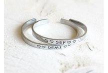 • Tekst-armbandjes • ♡ BY PAT / BY PAT maakt voor jou persoonlijke tekst armbandjes, met jouw motto, quote, naam, belangrijke datum, stukje van jouw favoriete songtekst of wat je je maar kunt bedenken! Een uniek cadeau om te geven en te krijgen!