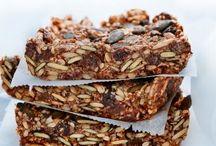 Egna bars recept / Vem gillar inte nyttiga powerbars med protein. Perfekt att ladda med innan eller efter träning. Massor av inspiration, gör egna nyttiga bars fulla med energi.