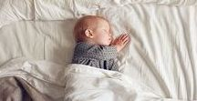 Babys erste Homestory / Frisch geschlüpft zieht euer Baby bei euch ein. Hier findet hier Fotoideen und Inspiration für Babys erstes Fotoshooting bei euch zu Hause. Fotos, die ihr ewig lieben werdet.