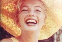 ★ Marilyn Monroe / ❝Questa vita è ciò che tu fai di essa.  Per quanto ti sforzi , talvolta finirai per fare degli errori, è una verità universale. Ma il bello è che sei tu a decidere che errori fare. Continua a provare, tieni duro e credi sempre, sempre, sempre in te stesso, perché se non lo fai tu, chi lo farà tesoro? Quindi vai avanti a testa alta, fiero, e, cosa più importante, sorridi sempre perché la vita è bella e c'è  molto di cui sorridere❞ Marilyn Monroe