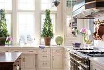 White/Off-white Kitchens / by Kelly Jade Yourell