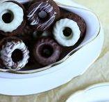 Desserts & Kleingebäck // Rezepte von Süß & Cremig / Selbstgemachte leckere Kleinigkeiten von Süß & Cremig - Macarons, Mini-Gugls, Mini-Madeleines, Pancakes, Waffeln, Cronuts, Pralinen, Eis, Desserts und mehr. Alle Rezepte und Anleitungen dazu findet ihr auf meinem Foodblog Süß & Cremig.