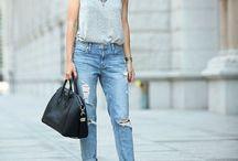 Jeans com sandália preta de tirinha