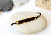 Bracelets en cuir / Les bracelets en cuir sont des incontournables pour les femmes comme les hommes. Découvrez notre sélection 100% créateurs.