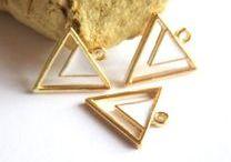 Breloques dorées / Pour vos créations de bijoux, mettez le doré à l'honneur pour briller été comme hiver !
