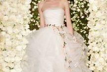 Brautkleider ♥ / Es gibt so viele schöne Brautkleider. Wir zeigen dir, wie du das perfekte Kleid für dich und deinen großen Tag finden kannst. Lass dich hier inspirieren!