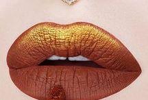 Make Up / Tipps und Tricks für das perfekte Make-up. Egal ob Lippen, Augen oder Teint, hier findest du alle Anleitungen für das perfekt geschminkte Gesicht.