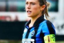 Regina Baresi / Regina Baresi, calciatrice dell'Inter femminile. Figlia di Giuseppe Baresi e nipote di Franco Baresi, rispettivamente capitani di Inter e Milan.