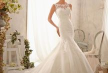 Fishtail Wedding Dress / Finding the perfect fishtail wedding dress is difficult with so many different styles. A fishtail wedding dress is flattering on all different body shapes.