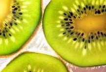 Fruits et Légumineuses  ♦ / Ces aliments font partie des clusters d'EXPO 2015, le sujet de cette prochaine exposition est : «Nourrir la planète, Energie pour la Vie». Croquez dans cette board riche en pins pour dénicher des informations juteuses. Novoceram n'est ni partenaire, ni sponsor d'EXPO 2015.