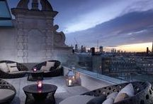 Luxury London / Reviews of luxury and stylish hotels in London. What to do and where to eat. How to save money on Luxury travel in London.