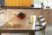 ARAGON MAESTRO / Klassik trifft Moderne. Massive Holzfronten im angesagten Look. Die Aragon Maestro vereint moderne Küchenelemente mit robustem Holz. Das sorgt nicht nur für eine angesagte Optik, sondern auch für viel Stabilität und Nachhaltigkeit. Entdecke jetzt die schönsten Gestaltungsideen für Landhausküchen mit viel Holz!
