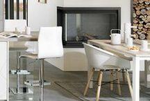 ARCOS LAZER / Skandinavische Küchen zum Verlieben. Die Arcos Lazer überzeugt mit ihren schlichten weißen Fronten und dem eleganten Holzdekor in Kombination mit den modernen Lack-Fronten. Der skandinavische Look sorgt für Gemütlichkeit und ist absolut im Trend. Jetzt klicken und Deine Traumküche finden.
