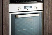 FRAME / Cleveres Küchendesign, das den vorhandenen Platz ideal ausnutzt. Auch Küchen mit viel Stauraum müssen nicht wuchtig oder überladen wirken – wie die Designküche Frame beweist. Mit durchdachten Schrankkombinationen ist die moderne Küche von heute nicht nur besonders praktisch, sondern erstrahlt auch noch in einer modernen Optik. Jetzt klicken und die schönsten Gestaltungsideen für viel Stauraum entdecken.