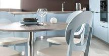 MOON / Mit ihrer schönen Farbgestaltung und den runden Formen ist die Designküche Moon ein echter Eyecatcher. Die moderne Küche überzeugt mit purer Harmonie und ist dabei auch noch überaus praktisch. In den abgerundeten und grifflosen Küchenschränken haben Sie viel Platz für Ihre Küchenutensilien. Jetzt klicken und von den aktuellen Farb- sowie Designtrends für Küchen inspirieren lassen.