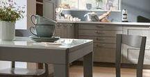 NEBRASKA CLOUD / Längst keine Unschuld vom Lande mehr, sondern absoluter Trend – die modernen Landhausküchen von SCHMIDT Küchen und Wohnwelten wie die Nebraska Cloud. Dieses schöne Küchenmodell überzeugt mit der warmen Farbgebung und den vielen cleveren Details. Jetzt klicken und von den schönsten Beispielen für die Umsetzung von klassischen Landhausküchen im modernen Stil inspirieren lassen.