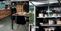 ARCOS EDITION MURPHY / Funktionalität in Höchstform. Die Designküche Arcos  Murphy beweist, dass auch äußerst robuste und funktionale Küchen sehr elegant sein können. Mit ihrer großzügigen Arbeitsfläche bietet die moderne Küche viel Platz für ein ausgedehntes Kochvergnügen. Die Kombination aus schwarzen Oberflächen und wildem Holzdekor liegt bei Küchen absolut im Trend. Lassen auch Sie sich von den stilvollen Designküchen mit robusten Materialien überzeugen.