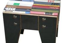 Upcycling: Möbel aus Büchern / Im WTM werden von kreativen Maßnahmeteilnehmerinnen in den Werkstätten Möbel aus Büchern gebaut. Jedes Möbelstück ist ein Unikat.