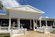 Clubhotel Riu Negril / De afgelopen maanden is in Negril het clubhotel van Riu volledig gerenoveerd. De kamers zijn vernieuwd maar ook alle bars, restaurants en zwembaden. Half november 2015 is het hotel heropent. Het ziet er heel modern en strak uit. Bekijk hier de foto's van het gerenoveerde hotels #jamaica #apolloathome