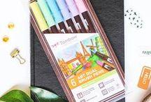 → Fournitures créatives / Conseils pour bien choisir ses pinceaux, peintures à l'aquarelle, feutres, crayons et carnets