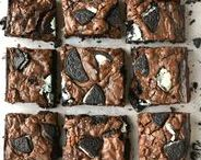 Bars & Brownie Recipes / Gooey brownies and sweet bars that you'll want to bake over and over!