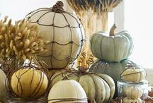 Fall Studio Decor Ideas / Bring fall time in to your studio with these great inspirations to decorate with.