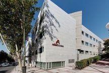 Rafaelhoteles Ventas / Rafaelhoteles Ventas es un hotel de 111 habitaciones situado en la calle de Alcalá, próximo a la plaza de toros de Las Ventas y frente a la estación de Metro de El Carmen.