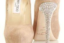 Zapatos o zapatillas para quinceañeras / Zapatos o zapatillas para quinceañeras http://ideasparamisquince.com/zapatos-zapatillas-quinceaneras/ Shoes or sneakers for quinceañeras #AccesoriosparaQuinceañera #ideasparaxvaños #xvaños #zapatillasparaquinceañera #Zapatosozapatillasparaquinceañeras
