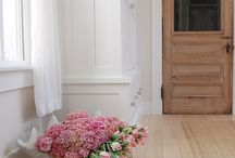 Entryway Decor / Stunning and inviting entryways for every space.