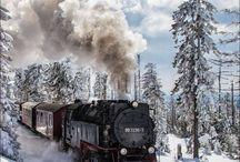 Tog med damplokomotiv