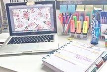 Home Office / Está pensando em montar um cantinho de estudos e procura inspirações? Nesta pasta você encontra isso e mais um pouco. Bjs.