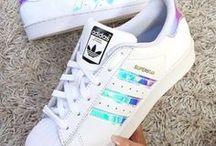 Sapatos / Todos os tipos de sapatos você encontra nesta pasta, principalmente tênis da Adidas. Bjs.
