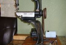 Hat Accessories & Tools / Boxes, stands, hatpins, tools and machinery for making hats, and sundry items