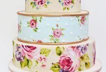Beautiful Hand Painted Wedding Cakes / Pretty hand-painted wedding cakes, perfect for the shabby chic bride