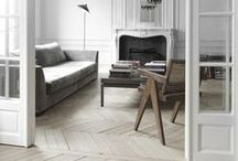 01 || THE CLASSY MINIMALIST / Monochromatic | natural | marble  Clear minimalistic spaces with a classy preppy touch  interieur in zwart/wit met hout. Klassieke details. Simpel en rustig. Klassieke invloeden door of wel het interieur of de meubels. Bruintonen zoals Camel, Koffie Verkeerd als accent kleur