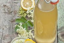 Holunder Rezepte / Hier dreht sich alles um Holunder, Holunderblüten und Holunderbeeren. Du findest Holundersirup, Holunderküchlein, Holundergelee, Holundermarmelade und Holundersaft