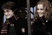 les amis / Tous les groupes d'amis dans Harry Potter et la vrai vie. Sourires, regards et pleurs sont échangés. Allez au-delà du film.