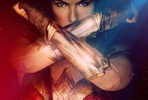 Poster / Hier findet ihr eine vom Super Epic-Team zusammengestellte Reihe an besonderen, schönen, verrückten, grafisch interessanten, ikonischen und natürlich super-epischen Postern.